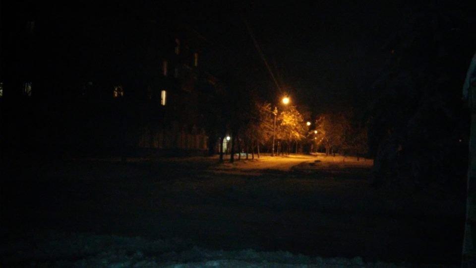 Вот так темно и страшно было еще совсем недавно на центральных улицах микрорайона Карачуны