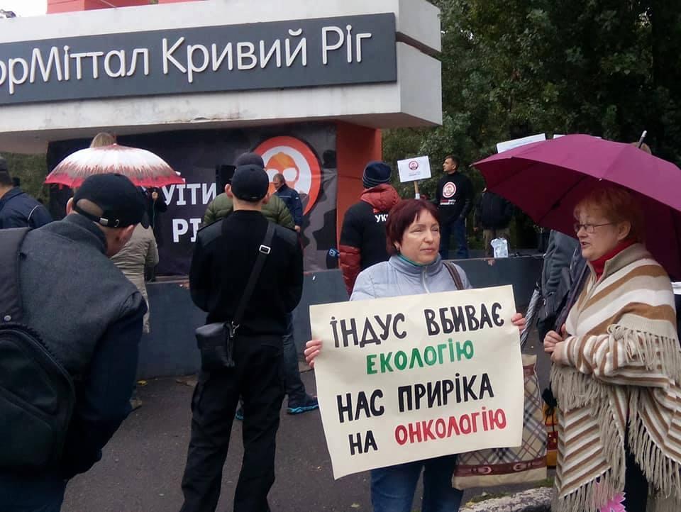 Людмила Михайловна на митинге