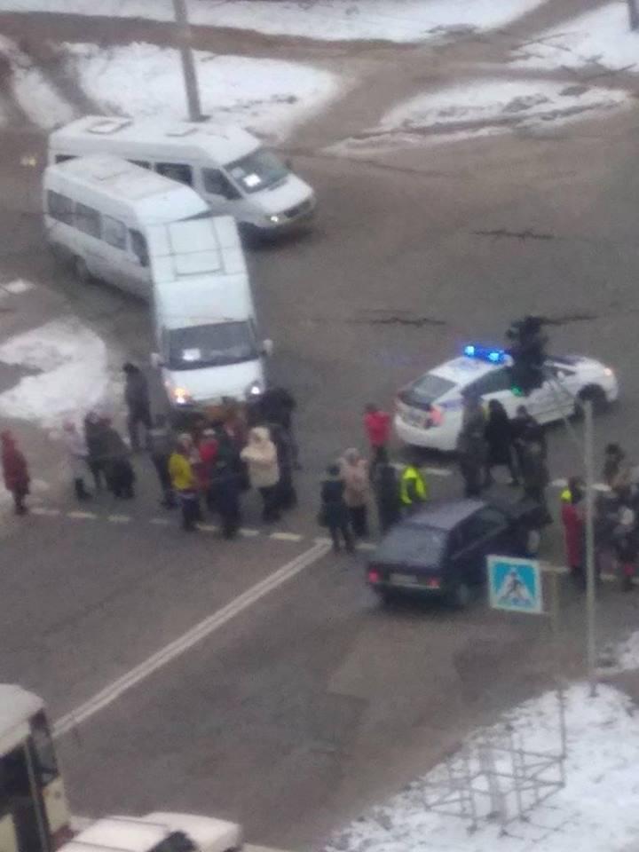 На Мусоргского жители холодного дома перекрыли дорогу
