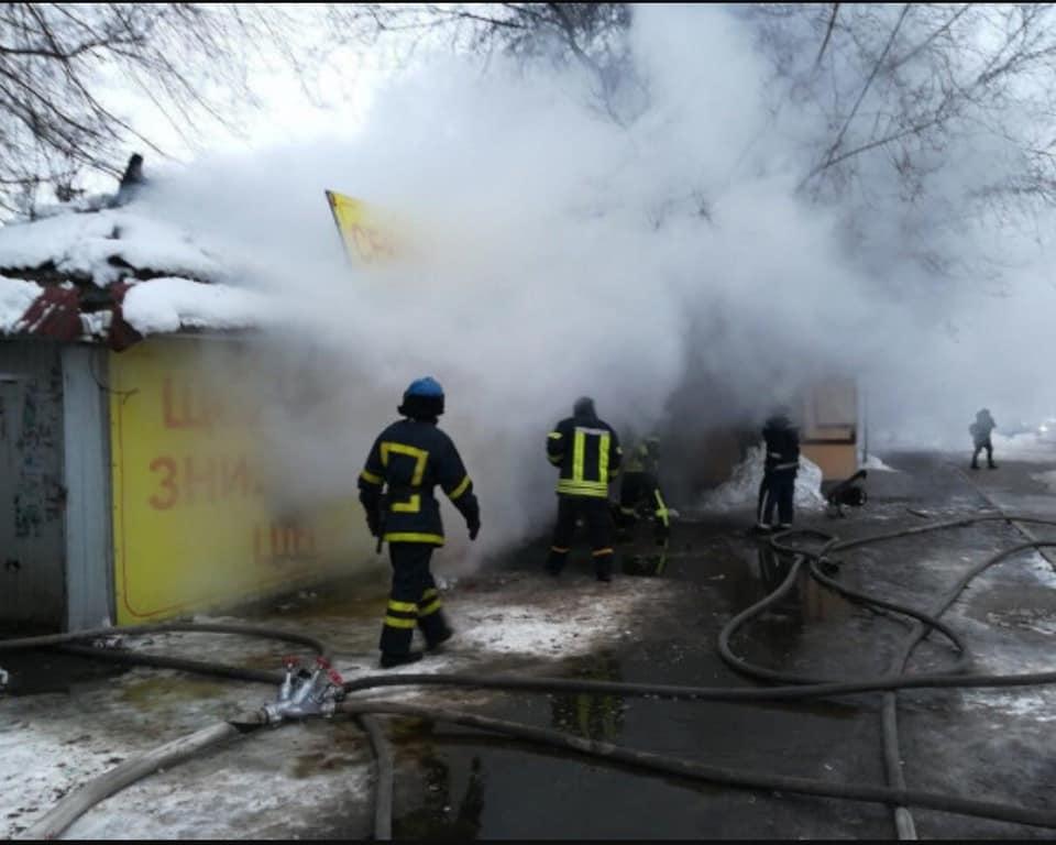 Пожар в магазине по продаже сэконд-хенда в Долгинцевском районе