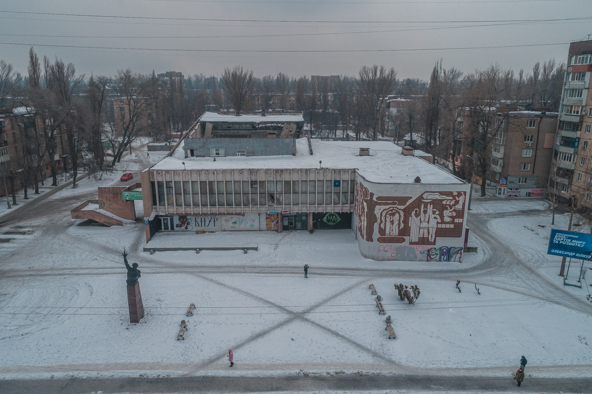 """Здание кинотеатра """"Современник"""", в котором обвалилась крыша, не охраняется и не ограждено"""