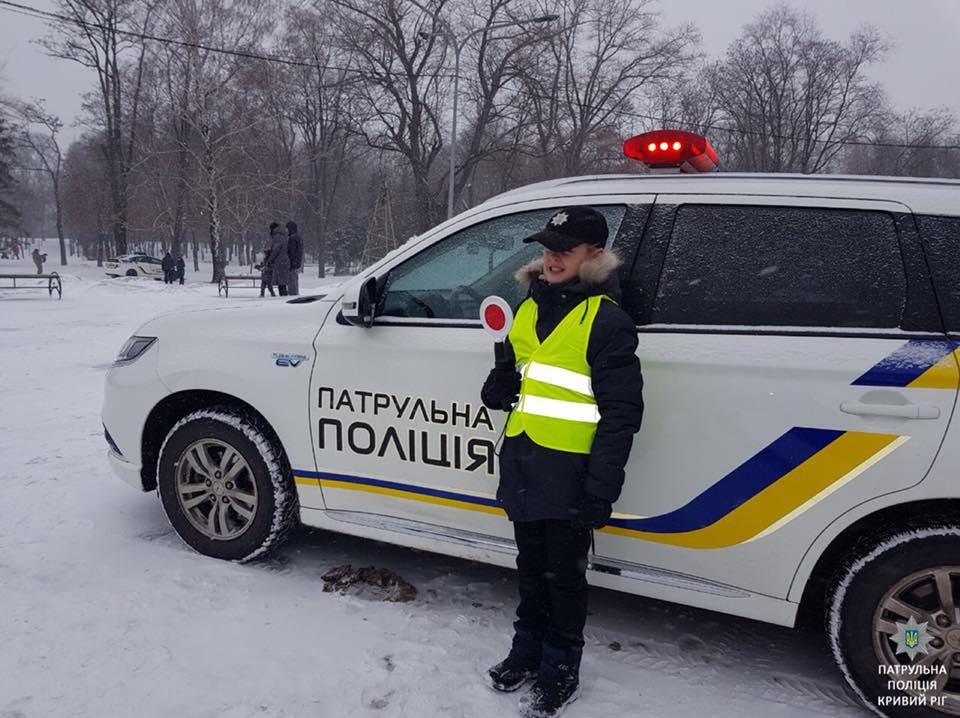 Проехать в полицеском автомобиле с мигалкой - это круто!