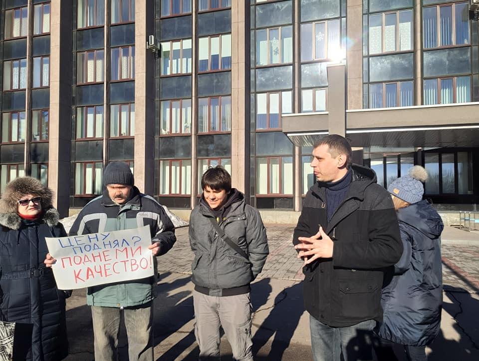 Организатор акции Антон Кравченко и активист Олег Сампир