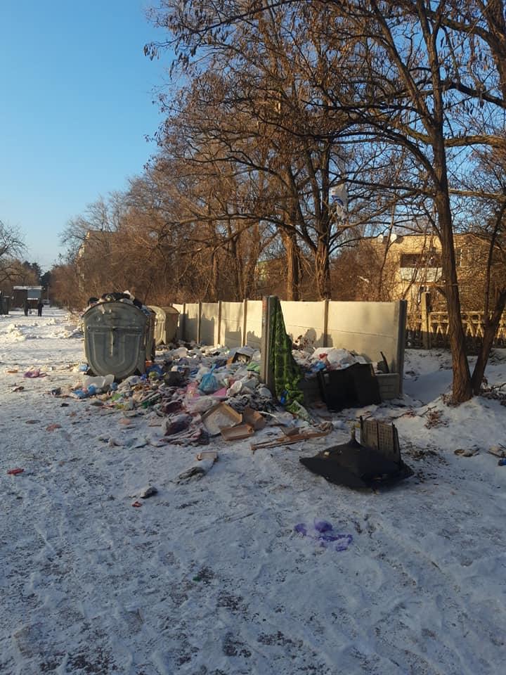 Площадка для сбора мусора по улице Сергея Колачевского