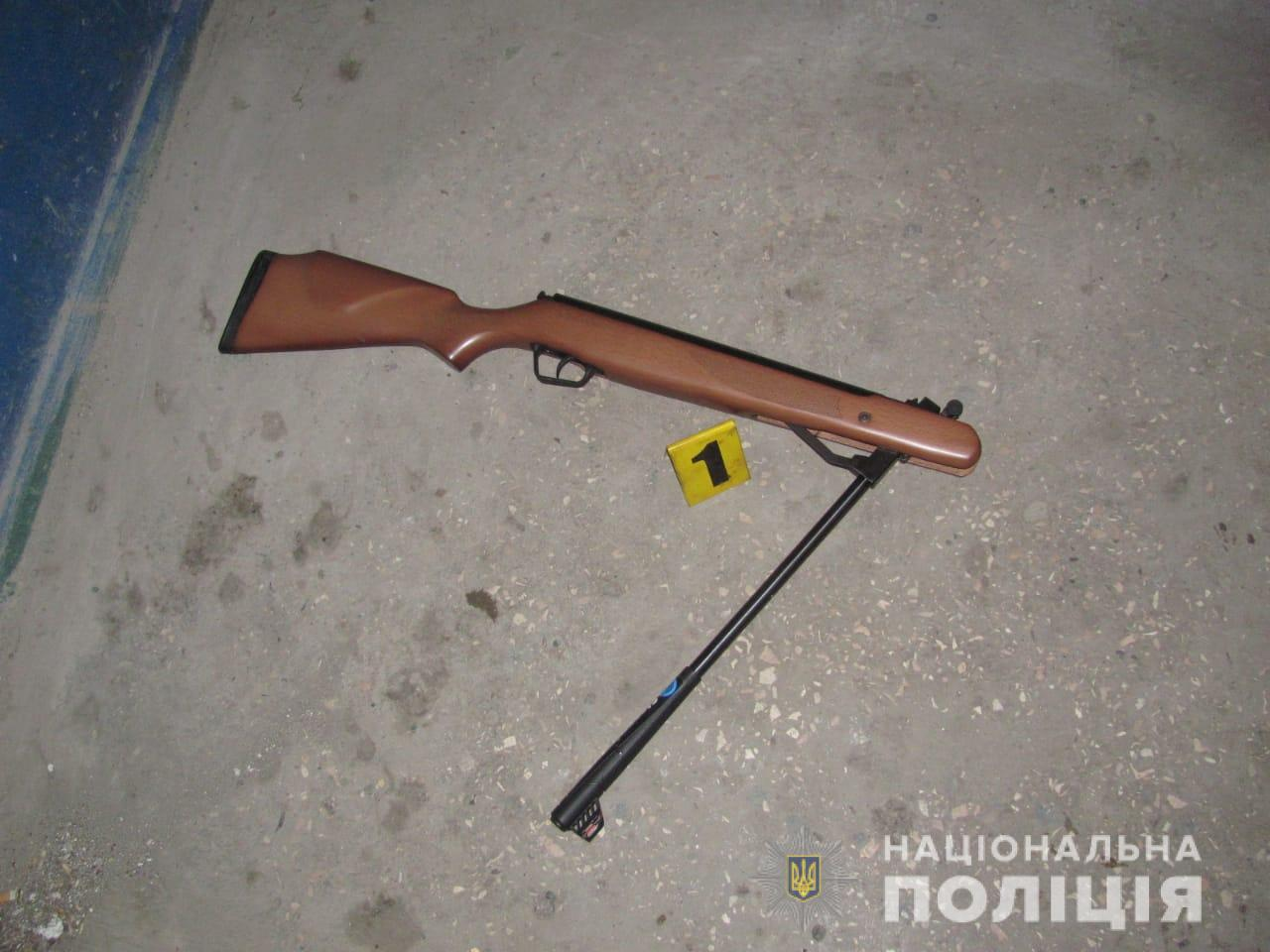 Винтовка, из которой мужчина выстрелил в сторону полицейского