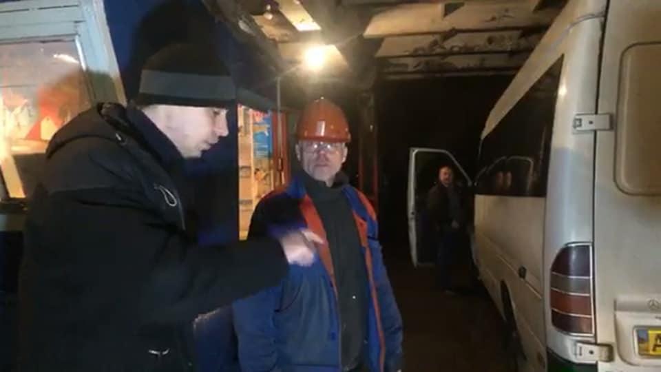 Олег Сампир задает вопросы механику