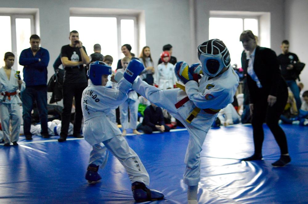 Чемпионат Днепропетровской области по рукопашному бою среди школьников в Днипре