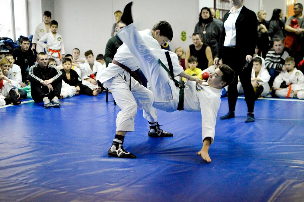 Рукопашный бой воспитывает выдержку, умение достигать цели и преодолевать трудности