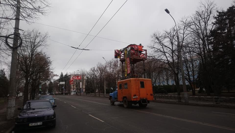 Демонтаж рекламных растяжек по улице Лермонтова