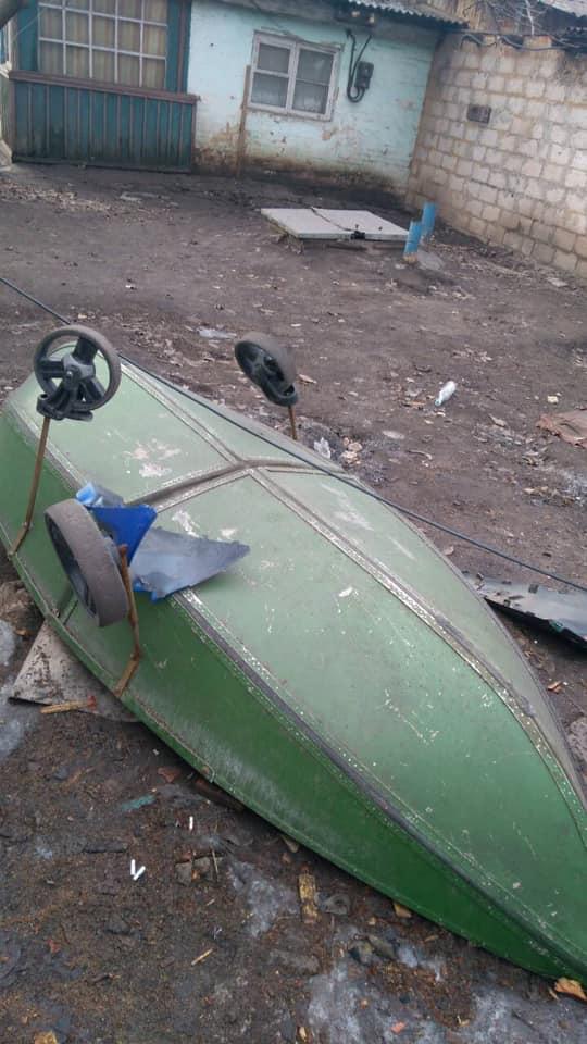 Алюминиевая лодка, на которой любил рыбачить ее хозяин