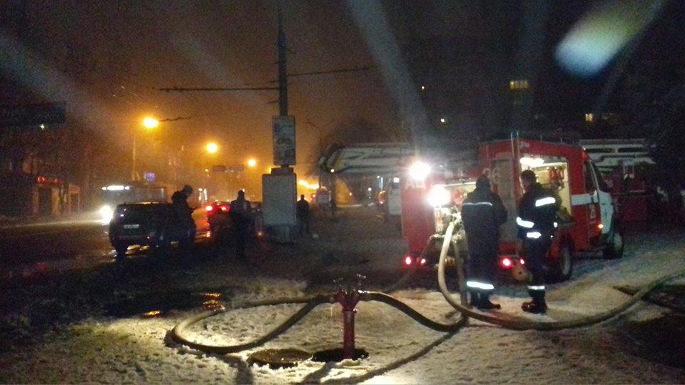 На место происшествия прибыли два пожарных подразделения: 26-й и 11-й пожарно-спасательных частей.
