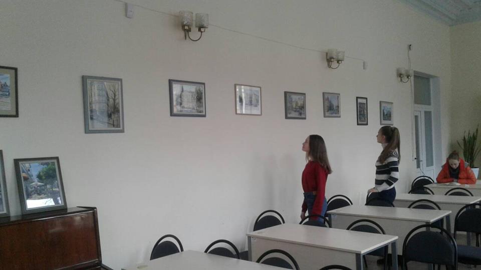 Акварели и графика художника размещены в читальном зале библиотеки
