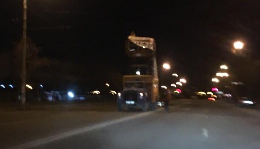 Работа ведется даже ночью. Улица Волгоградская и Владимира Великого очищены от рекламных растяжек