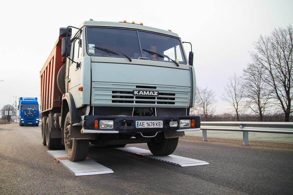 Перегрузы больше не будут убивать дорогу Днепр - Кривой Рог