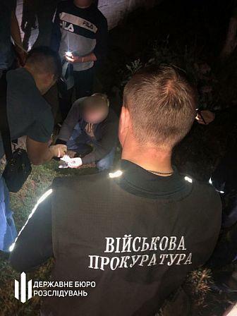 """Правоохранитель обещал за мзду """"закрыть глаза"""" на распространение наркотиков"""