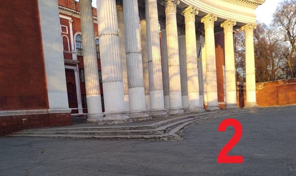 К Дворцу культуры не подъехать — по периметру три ступеньки