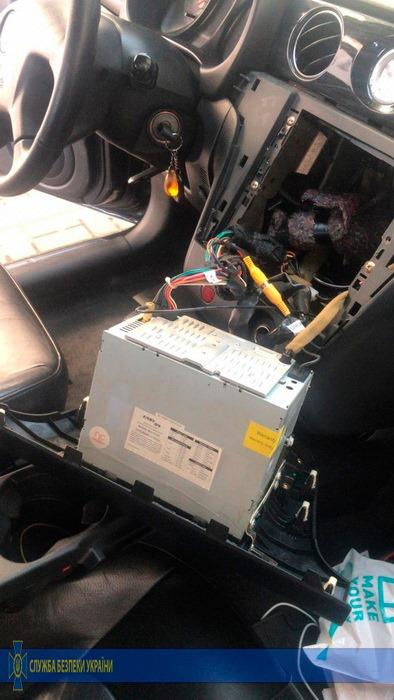 Наркоделец скрыл 0,5 кг кокаина в одной из ниш панели приборов автомобиля