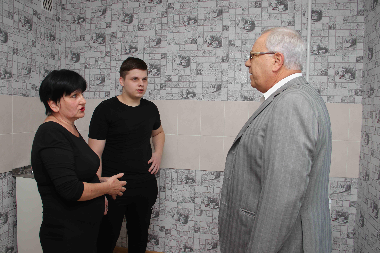 Бабушка Галя, внук Владислав и мэр Юрий Вилкул