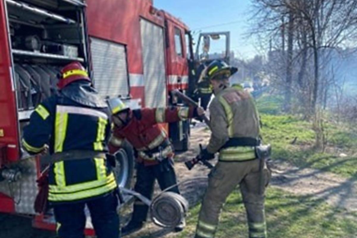 На тушение огоня приехали пожарные