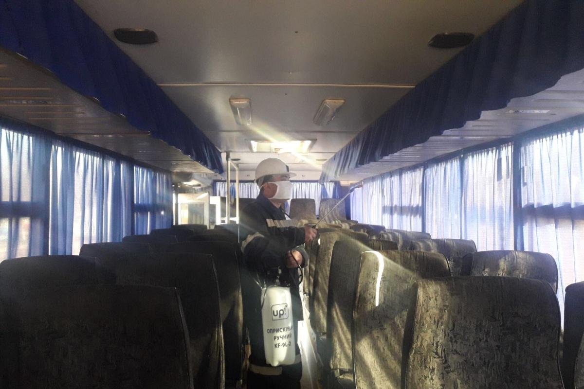 Обработка пассажирского автобуса, на котором подвозят сотрудников на работу.