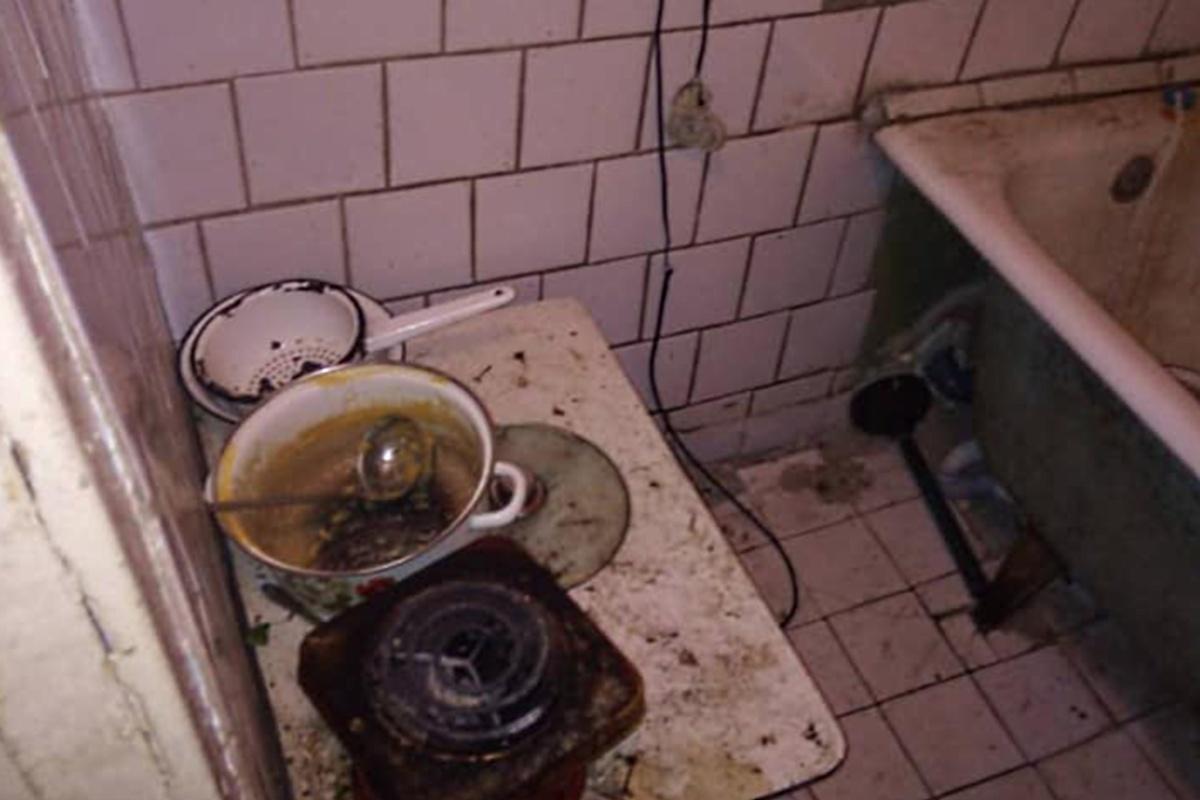 Тут, похоже, и моются, и готовят еду.