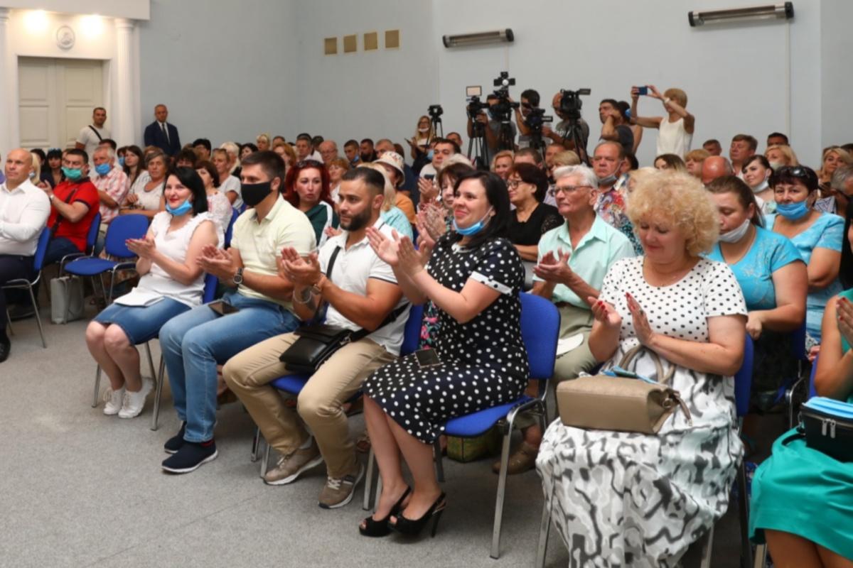 Партийцы поддержали предложение руководителей.