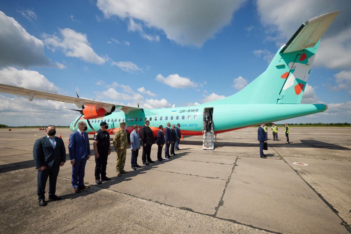 Пассажиром первого рейса стал президент Украины.