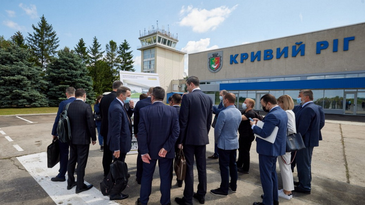 Президент обсудил ход реконструкции криворожского аэропорта.