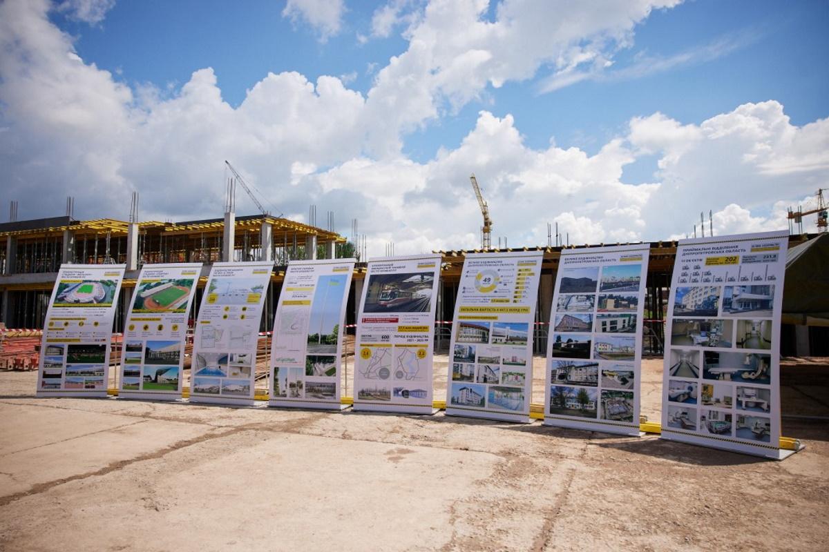 "Президенту показали, как реконструируют стадион ""Металлург""."