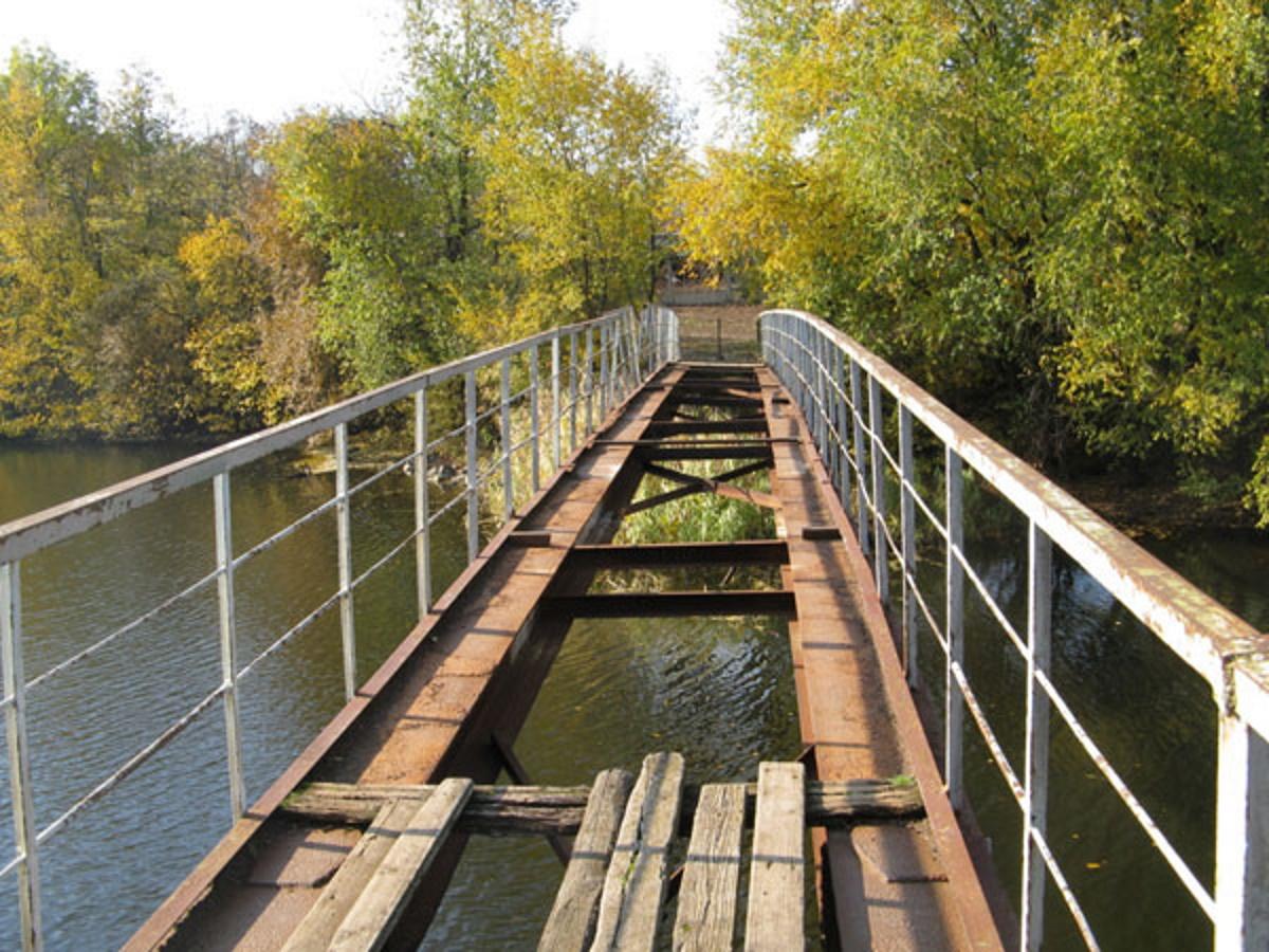 Так сейчас выглядит мостик в парке.