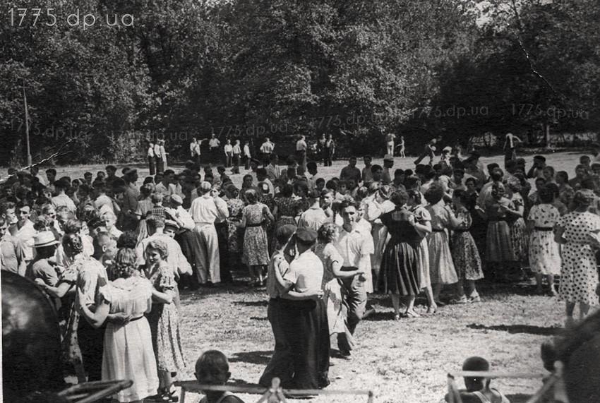 """В парке """"Веселые Терны"""" проводились всевозможные праздники."""