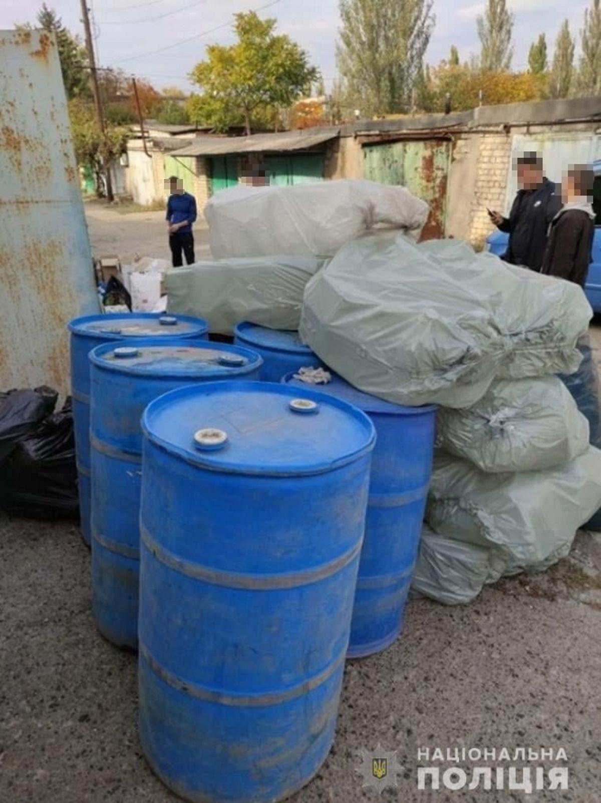 Полицейские конфисковали половину тонны спирта.
